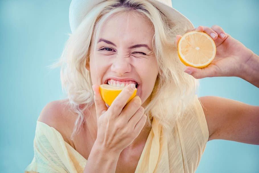 woman eating healthy high vibration